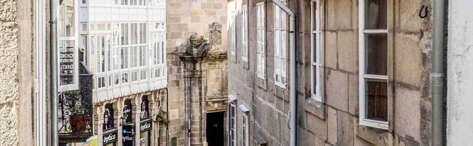 Escápate con tu media naranja a Santiago de Compostela, ¡con cava y bombones!