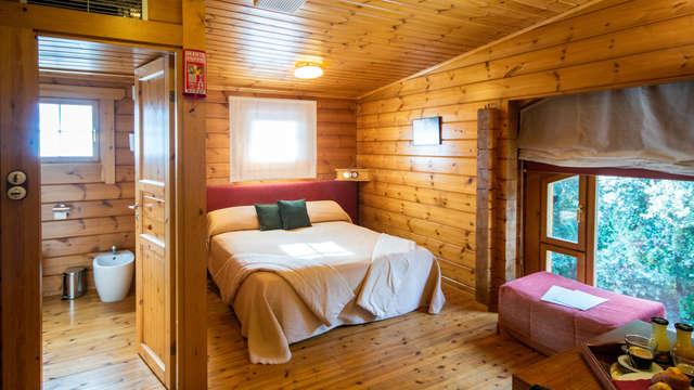 Escapada romántica con cava y bombones en un hotel Ecofriendly del Montseny