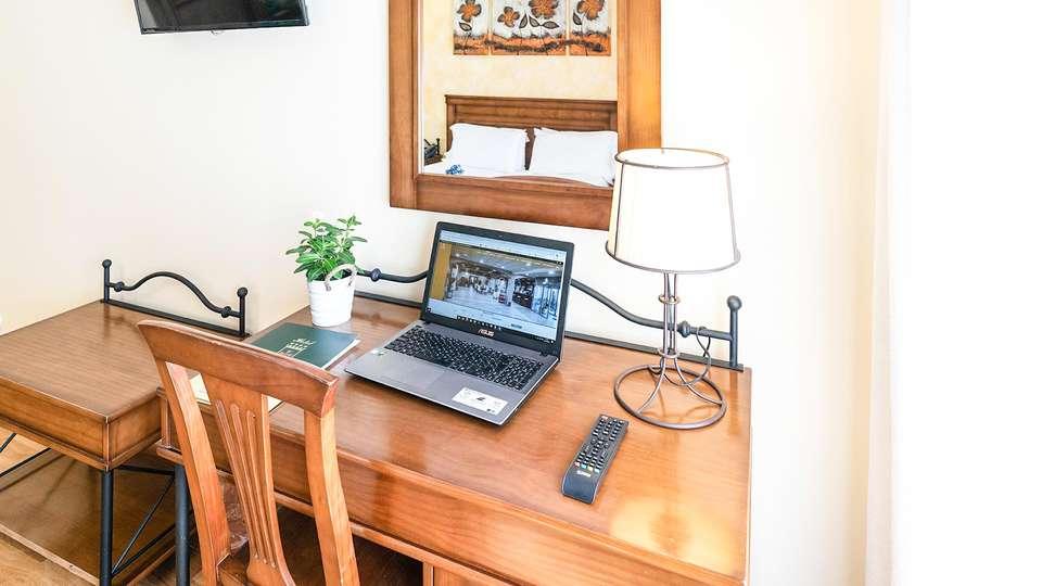 Hotel Comendador - EDIT_ROOM_03.jpg