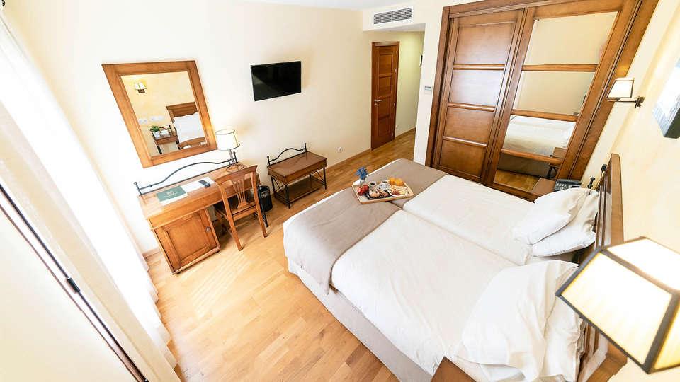 Hotel Comendador - EDIT_ROOM_05.jpg