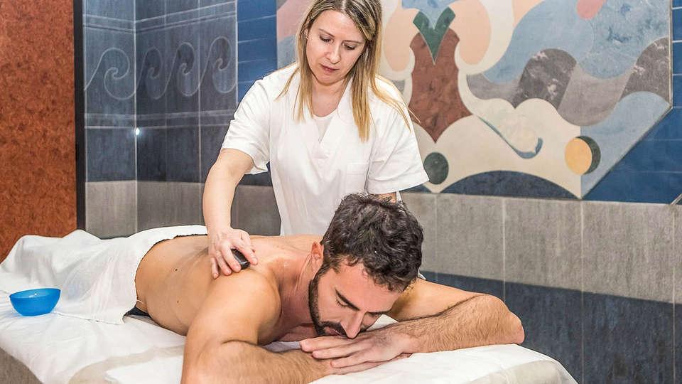 Hotel Mirò - EDIT_Massaggio_schiena_01.jpg