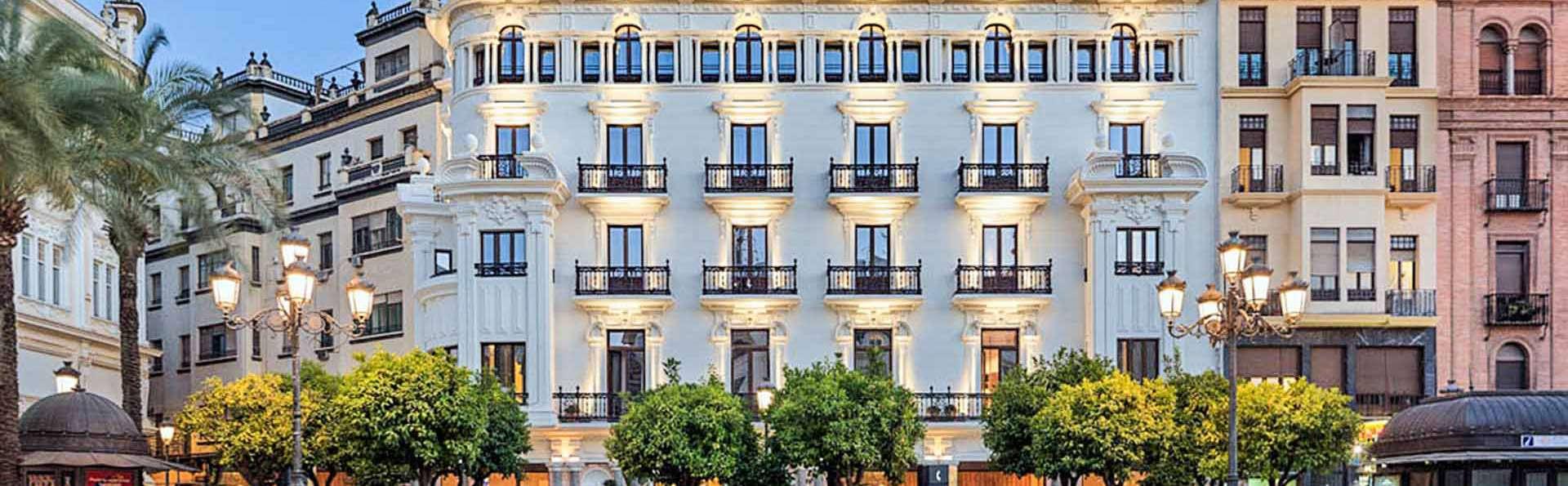 H10 Palacio Colomera - EDIT_Fachada_principal_H_Palacio_Colomera_03.jpg