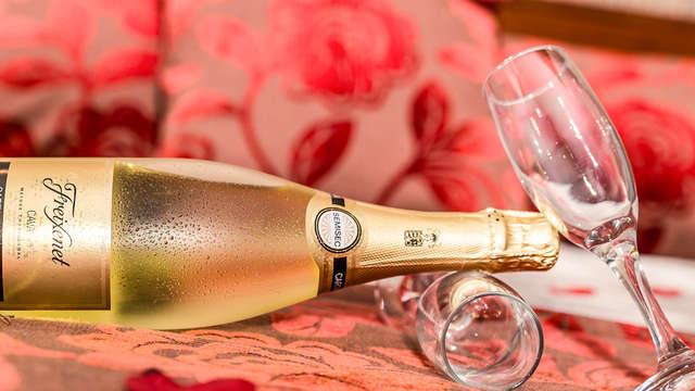 Romanticismo con cena, botella en la habitación y salida tardía en Milán