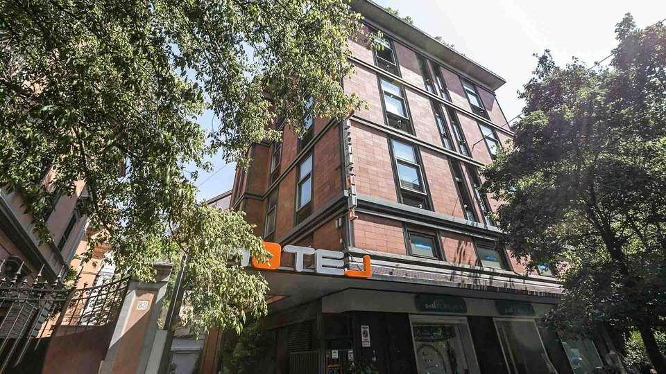 Orange Hotel - EDIT_EXTERIOR_01.jpg