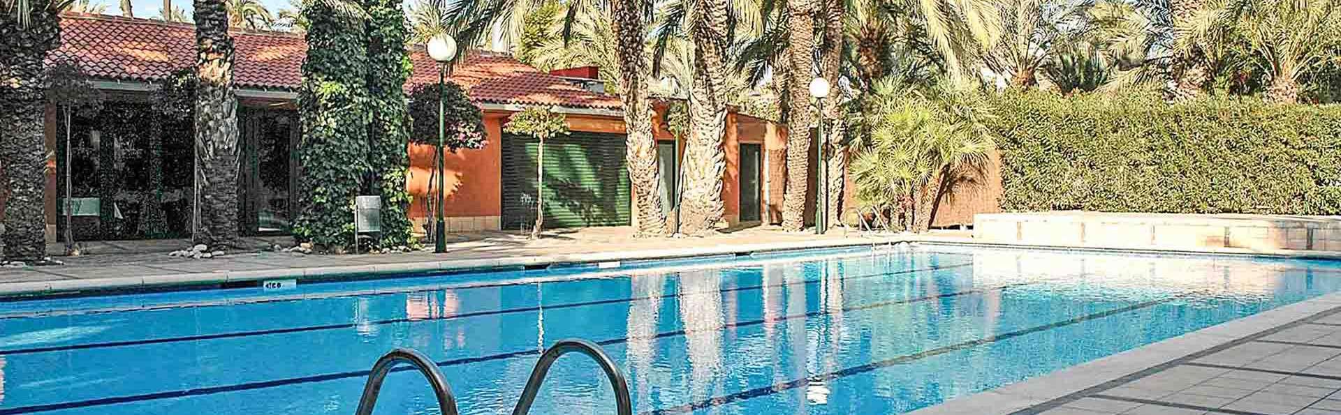 Repos dans un hôtel avec piscine à Elche avec toute la famille