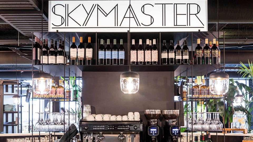 IBIS Styles Amsterdam Airport - EDIT_BAR_01.jpg