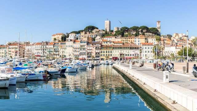 Romantisme à Cannes avec champagne et attentions sucrées