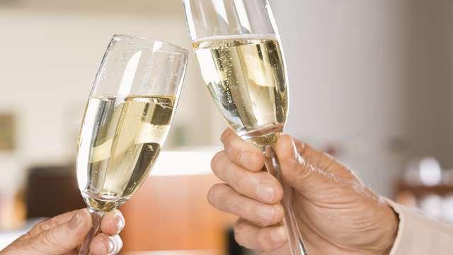 Célébrez le mois de l'amour à Hyères avec macarons et champagne !