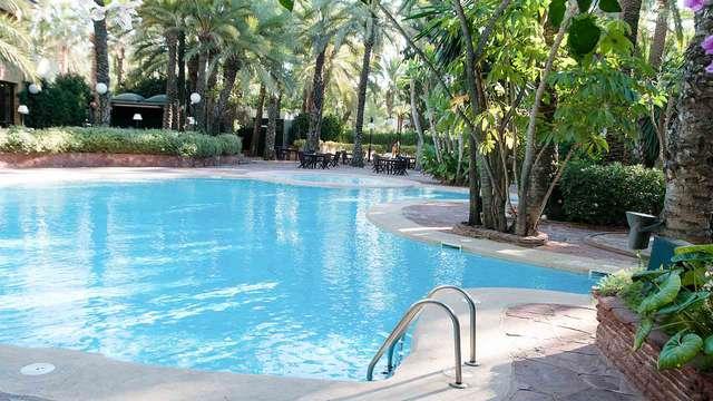 Desayuna en un paraje idílico y rodeado por palmeras en Elche