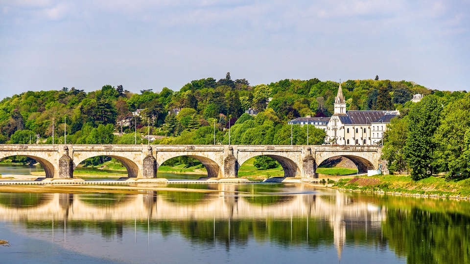 Loire Valley Lodges - Hôtel - EDIT_TOURS_01.jpg