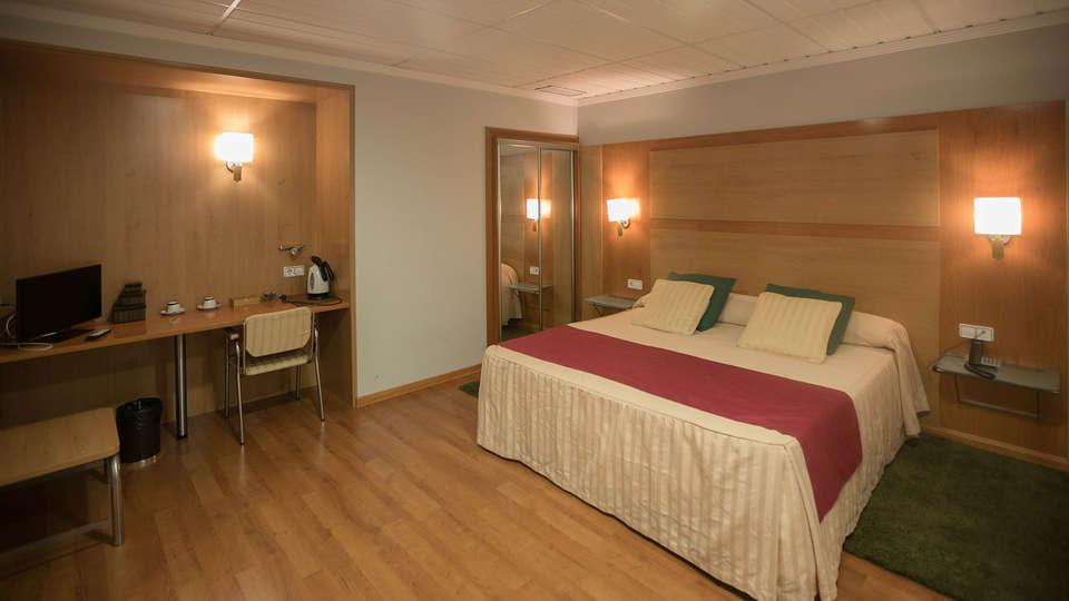 Hotel Reconquista - EDIT_ROOM_01.jpg