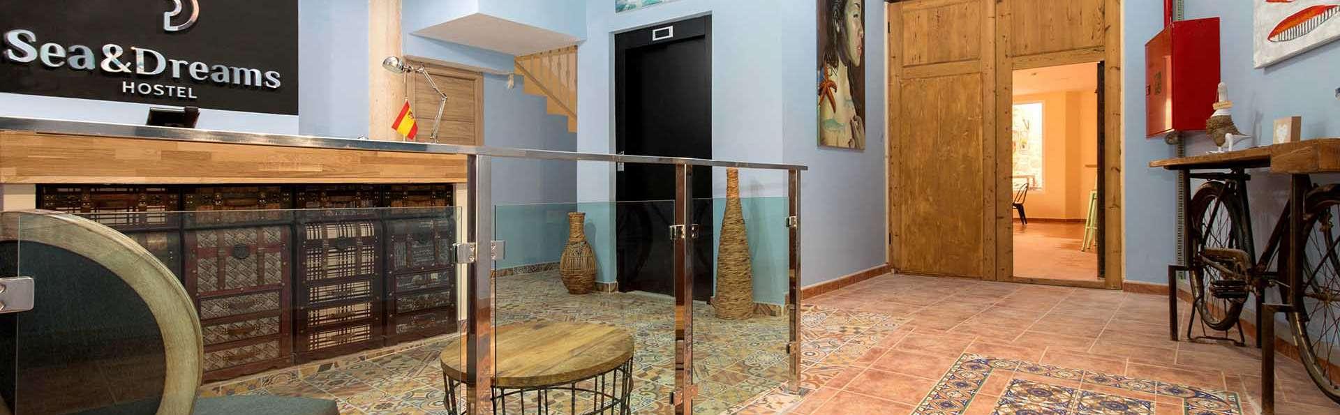 Sea & Dreams Hostel - EDIT_RECEPTION_01.jpg