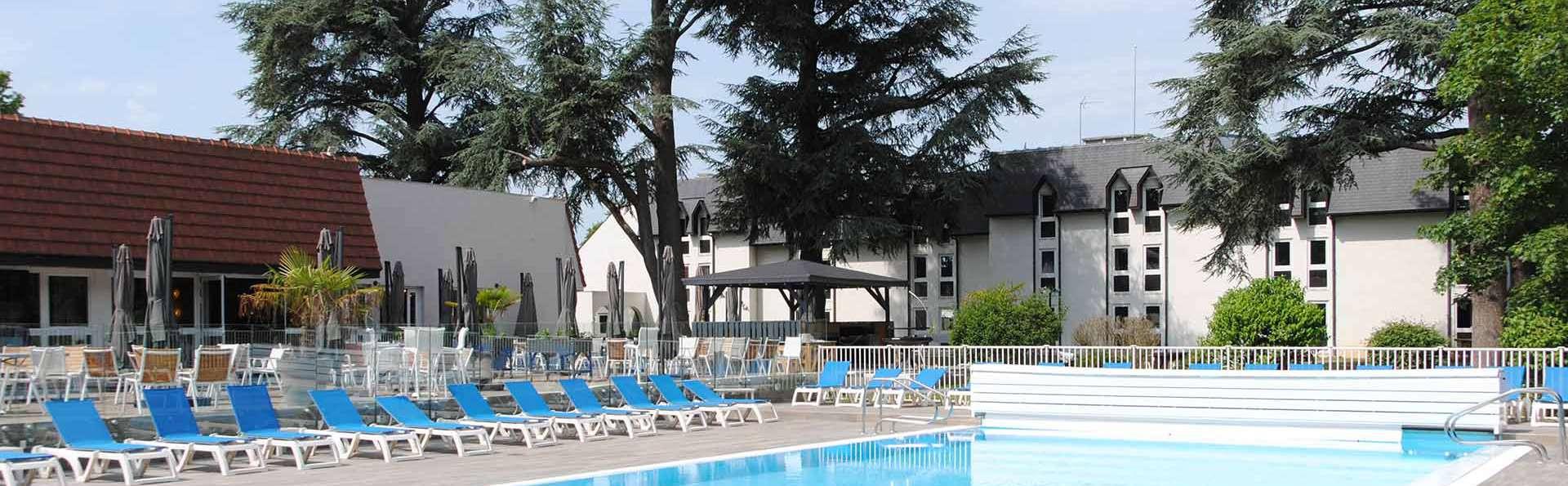 Demeure De Campagne Parc Du Coudray - EDIT_Piscine_du_Coudray_01.jpg