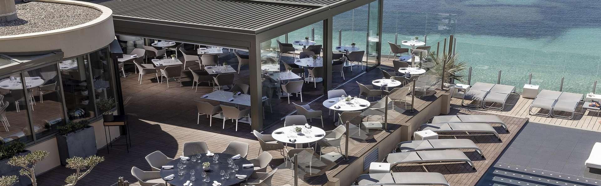Hôtel Île Rousse & Spa by Thalazur - Terrasse_Les_Oliviers_vue_panoramique.jpg
