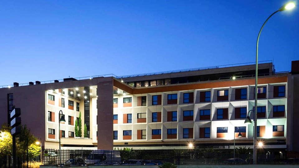 Hotel Las Artes - EDIT_RetoqueCoches_ConLogo_01.jpg