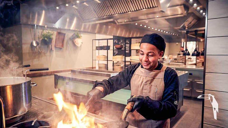 Van der Valk Hotel Breukelen - EDIT_Restaurant-live-cooking_01.jpg