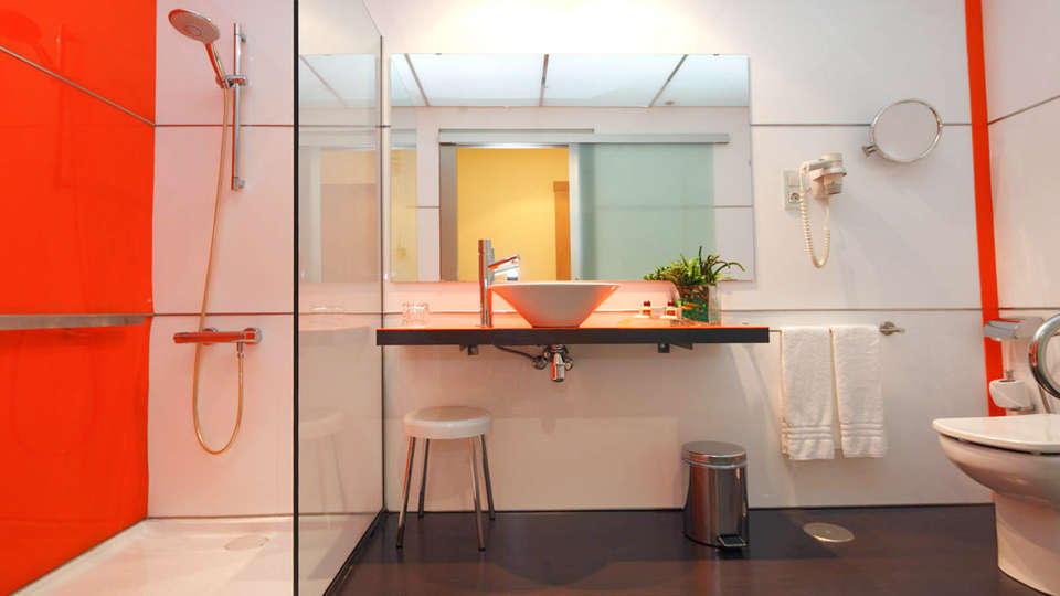Hotel Spa Congreso - EDIT_BATHROOM_02.jpg