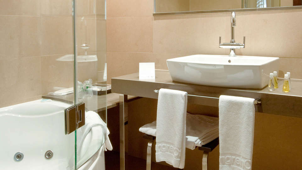 LangreHotel & Spa - EDIT_BATHROOM_01.jpg