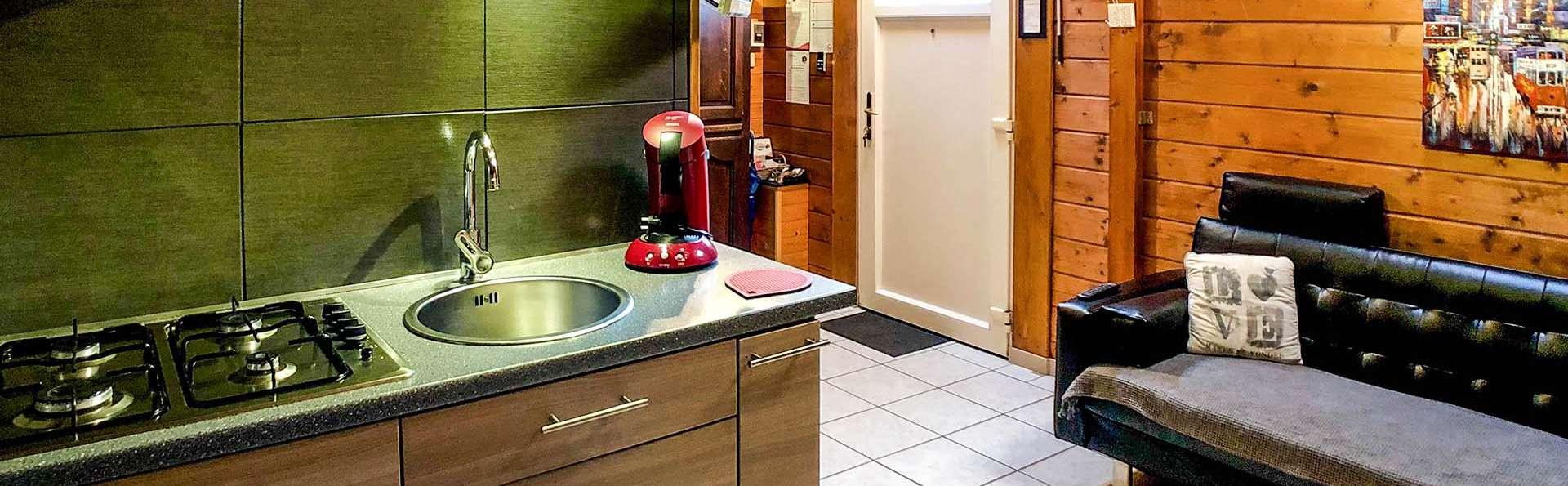 Au Chalet d'Isa - EDIT_kitchen_01.jpg