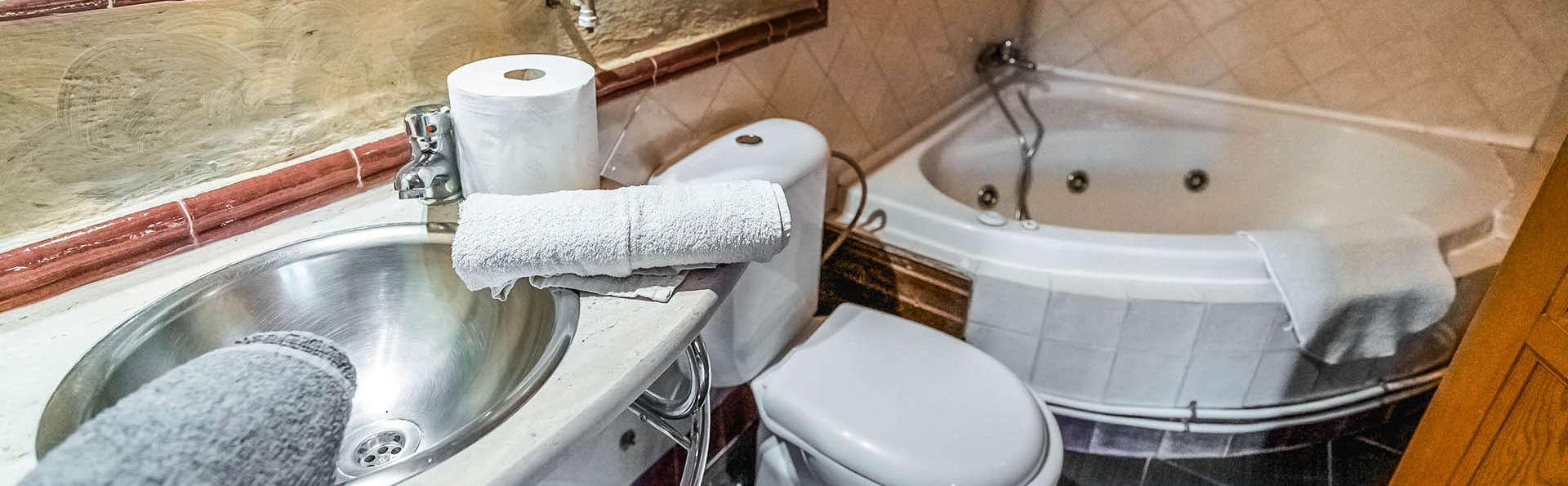 Escápate en pareja a este Bungalow con bañera hidromasaje entre Granada y Sierra Nevada