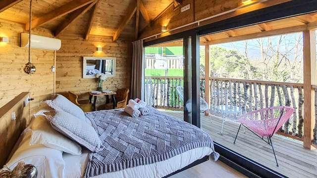 Una escapada diferente en las alturas: Descansa en una cabaña y disfruta del spa privado