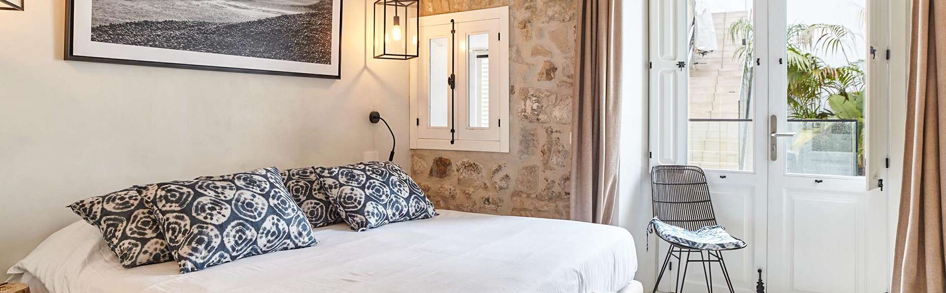 Descubre Ibiza desde un hotel con fantásticas vistas al mar, al puerto y a la ciudad