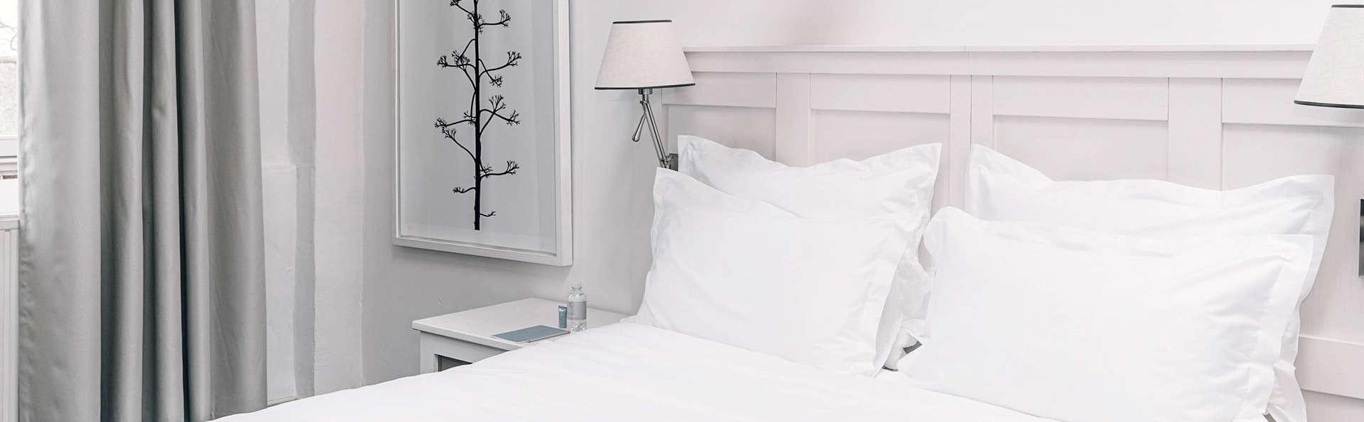 Pillows Charme Hotel Château de Raay Limburg  - EDIT_Pillows_Charme_Hotel_Chateau_De_Raay_Baarlo_Castle_Room_02.jpg