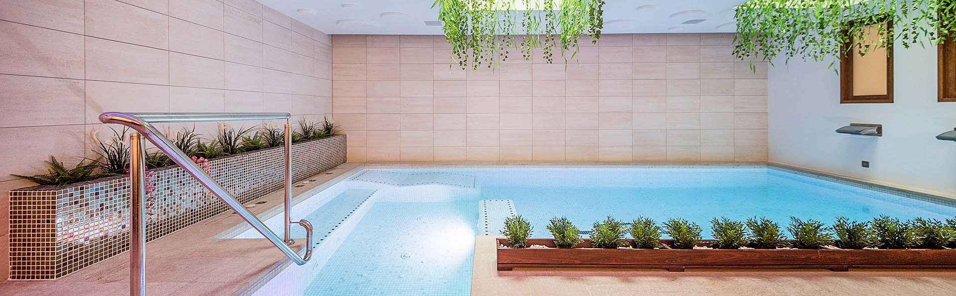 Escapada romántica en apartamento superior y acceso a la zona relax privada