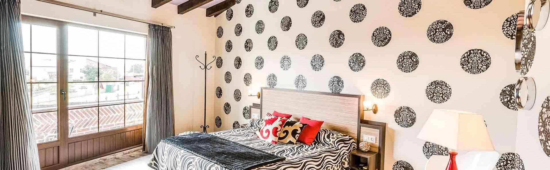 La Súper romántica en suite con bañera hidromasaje, botella de cava y bombones en Gajano