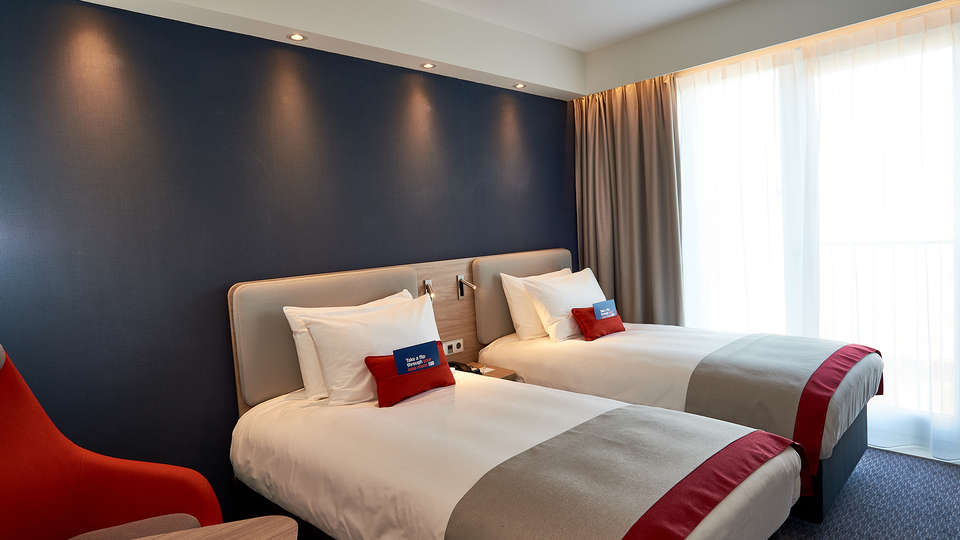 Holiday Inn Express Amsterdam - City Hall - EDIT_twin_room3.jpg