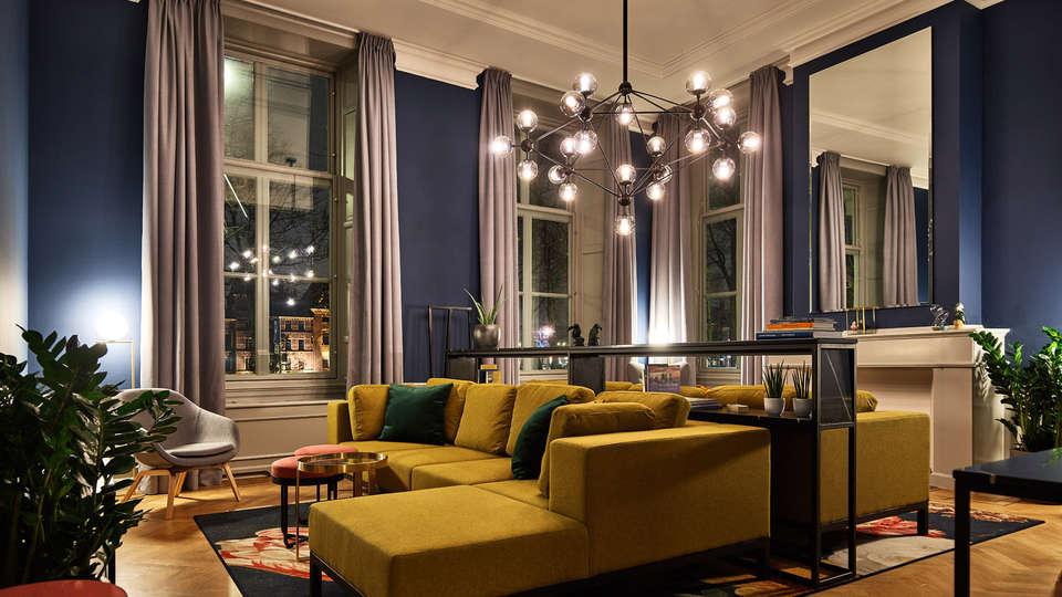Staybridge Suites Hotel Parliament - EDIT_Living.jpg