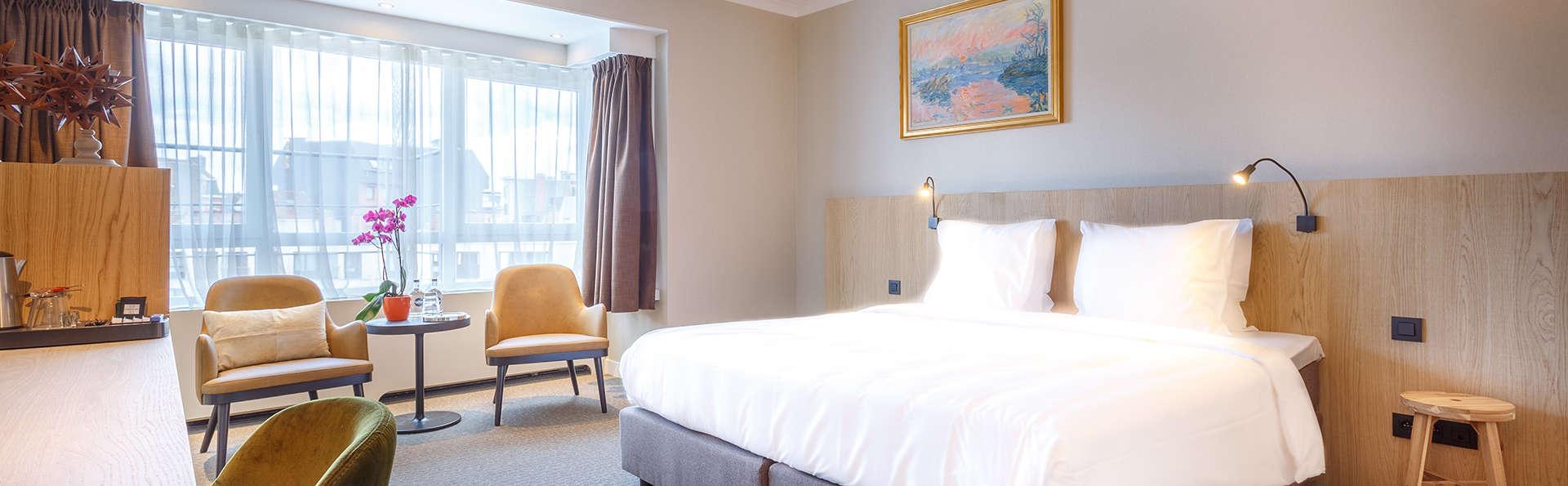 Trinquez avec vin dans une luxueuse chambre Deluxe avec terrasse à Gand
