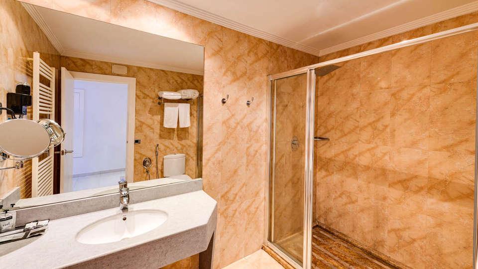 Hotel Zouk - EDIT_BATHROOM_01.jpg