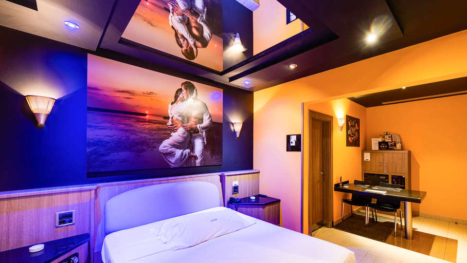 Hotel Zouk - EDIT_BEDROOM_10.jpg