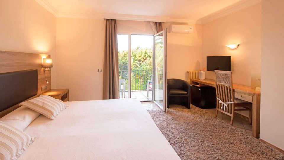 Hotel Cap Roig - EDIT_BEDROOM_06.jpg