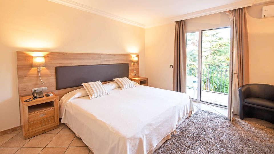Hotel Cap Roig - EDIT_BEDROOM_08.jpg