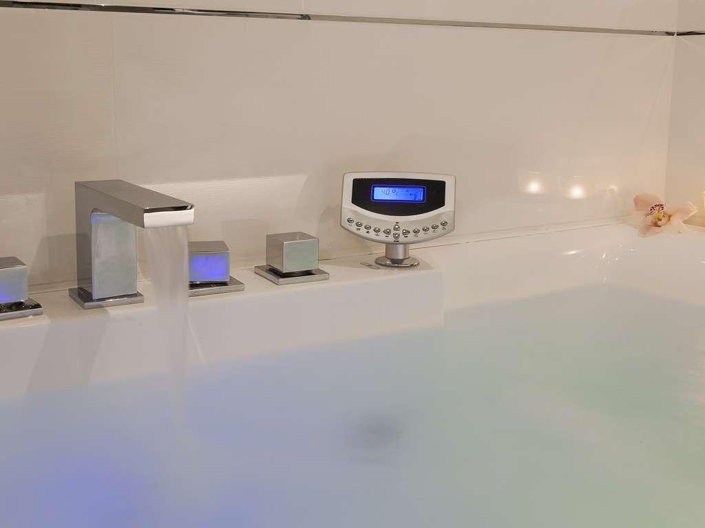 Séjour Cannes - Romantisme et détente en suite nuptiale avec baignoire spa au coeur de Cannes  - 4*