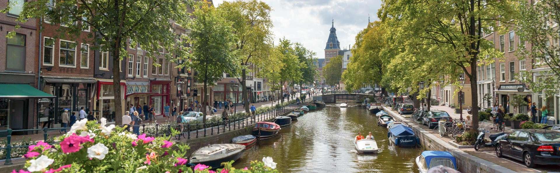 Profitez du calme à deux pas d'Amsterdam, avec parking et départ tardif inclus