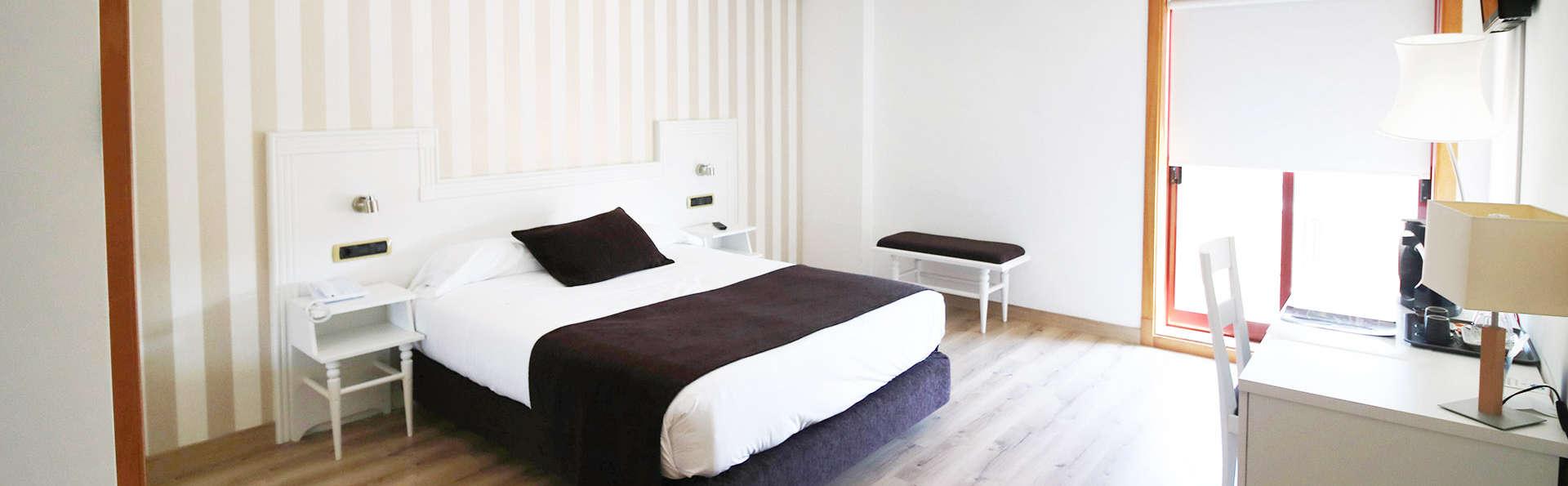 Romanticismo en Junior Suite con jacuzzi en la habitación en Tui