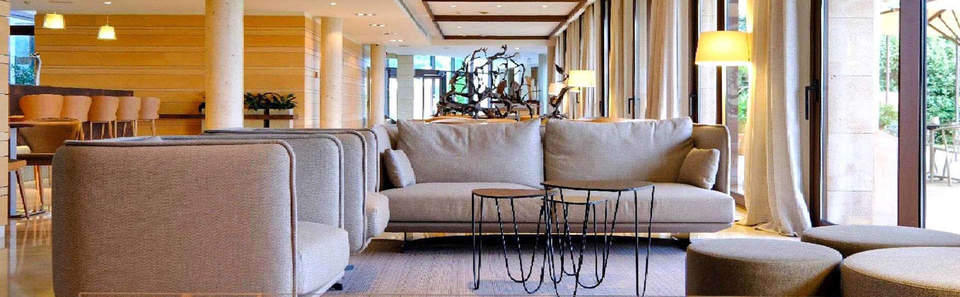 Hotel Mas Solá - EDIT_Llar_de_Foc_Recepcio_de_Fons_01.jpg