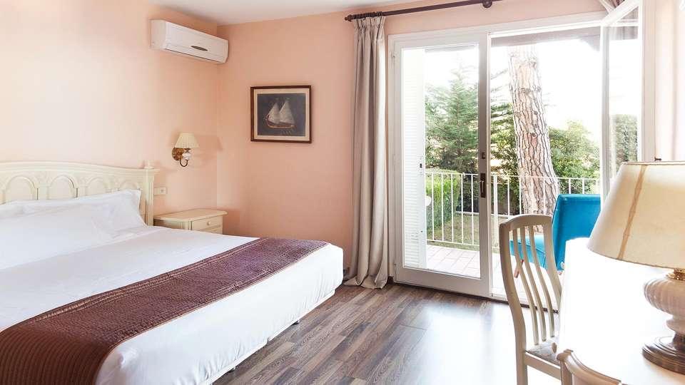 Hotel Roger de Flor Palace - EDIT_Comfort_room_02.jpg