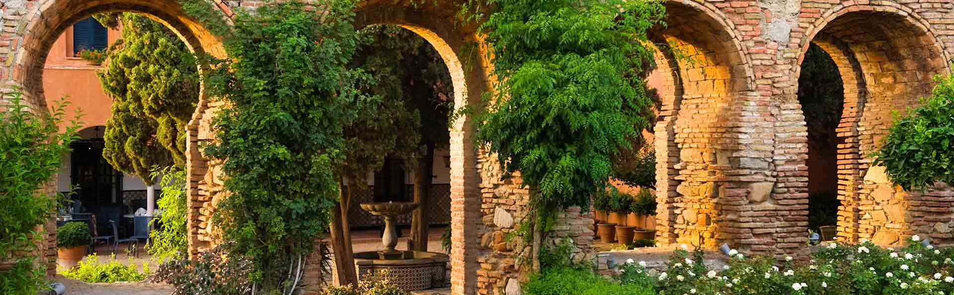 Regálate una noche (¡o más!) en un castillo con vista a la bahía de Málaga
