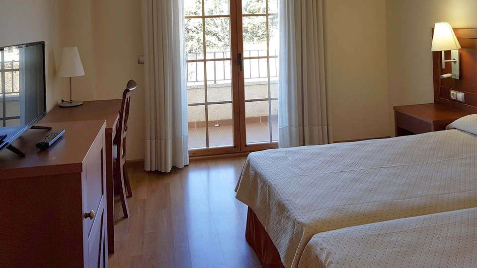 Hotel Meleiros - EDIT_BEDROOM_03.jpg