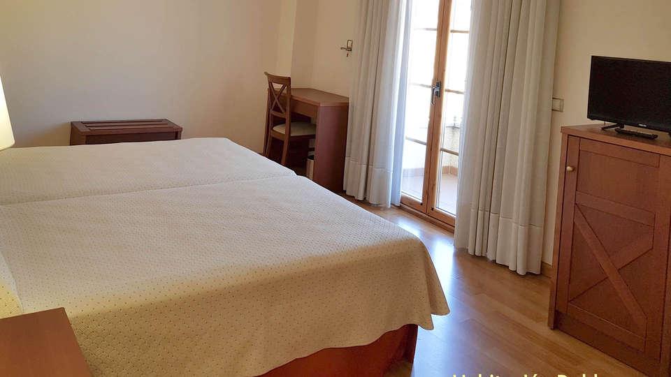 Hotel Meleiros - EDIT_BEDROOM_02.jpg
