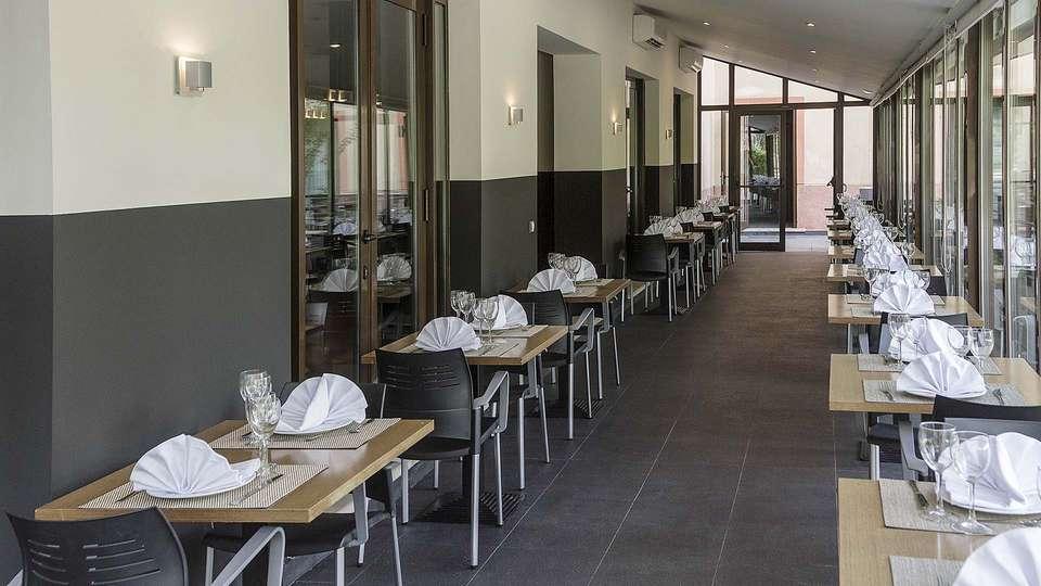 Hotel Real Balneario Carlos III - EDIT_Restaurant_04.jpg