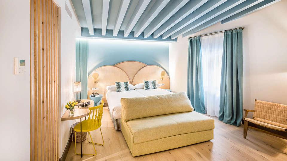 Hotel Casa de Indias By Intur - EDIT_BEDROOM_08.jpg