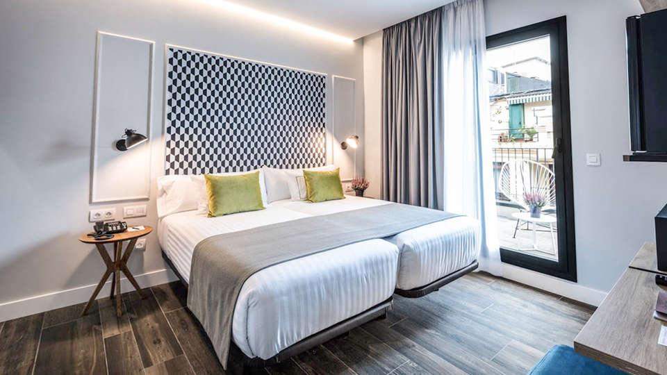 Hotel Villa Victoria By Intur - EDIT_BEDROOM_01.jpg