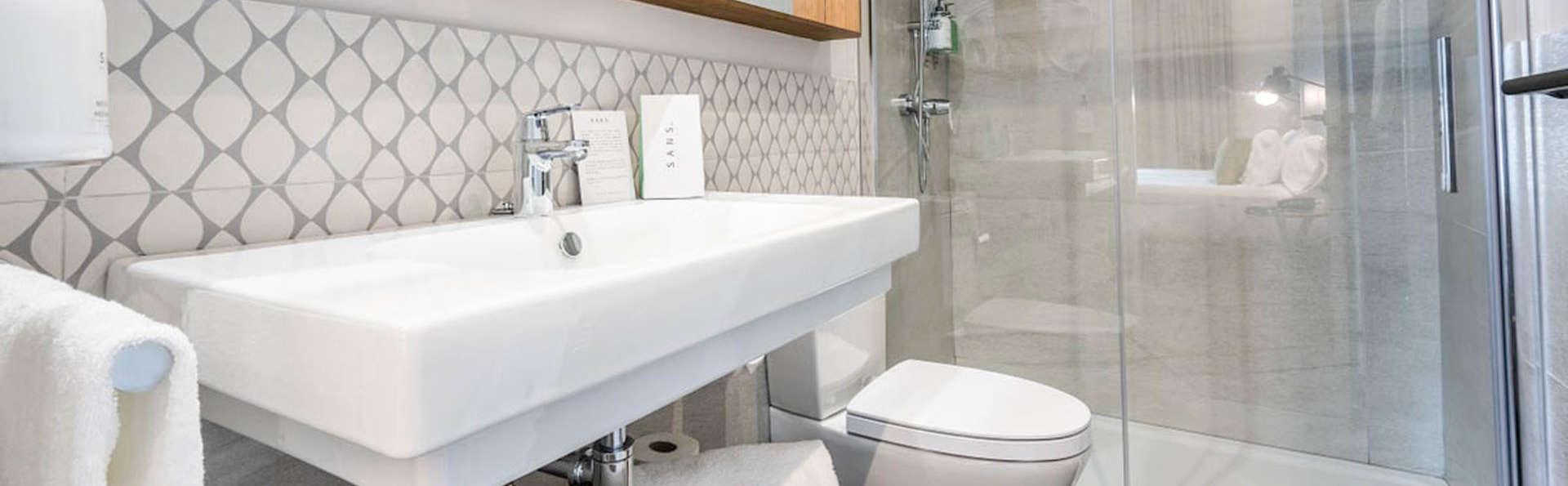 Hotel Villa Victoria By Intur - EDIT_BATHROOM_01.jpg