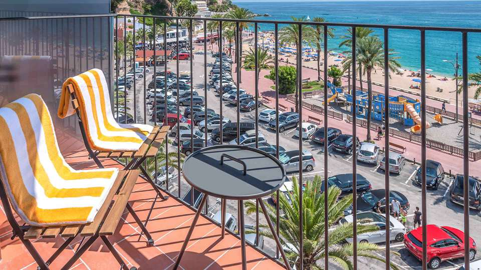 GHT Miratge - Only Adults (+16) - EDIT_ght-habitacio-balco-vista-mar-hotel-ght-miratge-lloret_01.jpg