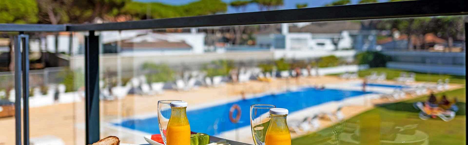 Escapada frente al mar en la playa de La Barrosa con sesión de spa incluida